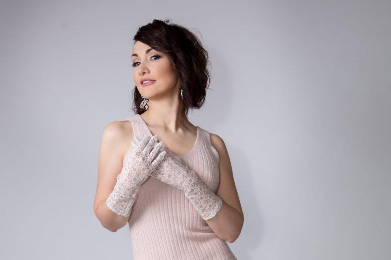 Epoustouflante d'aisance scénique et vocale, la soprano roumaine Cristina Pasaroiu réussit également un sans-faute…